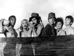 """MASH""Fred Williamson, Sally Kellerman, Elliott Gould, Donald Sutherland, Jo Ann Pflug, Tom Skerritt1970 20th Century Fox - Image 6856_0015"