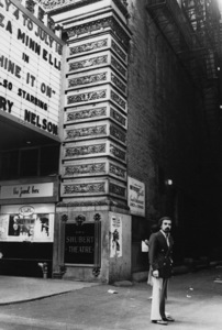 Martin Scorsese in front of the Shubert Theatre in Chicago1977 © 1978 Bruce McBroom - Image 7001_0010