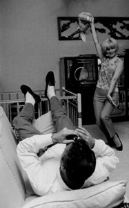 Joanne Woodward at home dancing for Paul Newman, 1963. © 1978 David SuttonMPTV - Image 70_264