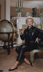 Marlene Dietrich posing for a Rheingold beer advertisement circa 1955 © 1978 Paul Hesse MPTV - Image 709_1028