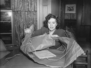 Gracie Allen at home during a charity event at the Tick Tock Tea Room, c. 1939. © 1978 Sid Avery - Image 7224_0009