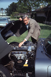 MARSHALL THOMPSON AT HOME IN LOS ANGELES WITH HIS 1968 JAGUAR XKE 4.2 2+2 / 1969 © 1978 GENE TRINDL - Image 7362_2