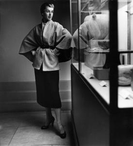 Tippi Hedren in the Brooklyn Museum1949© 1978 Wynn Hammer - Image 7507_0044