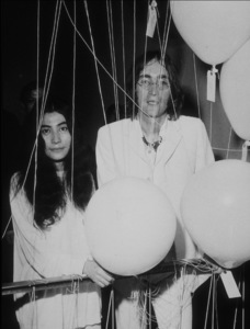 John Lennon and Yoko Ono at Mayfair GalleryJuly 1, 1968MPTV - Image 7648_0008