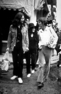 John Lennon and Yoko Ono, and Alexis Mardasin Athens, Greece.November 1969MPTV - Image 7648_0027