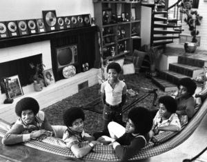 The JacksonsJackie, Michael, Randy (standing), Jermaine, Marlon and Tito at Home1972 © 1978 Gunther - Image 7670_0018