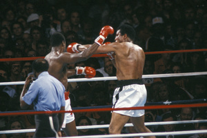 Muhammad Ali vs. Larry Holmes / Caesar
