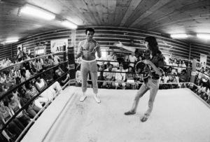 Muhammad Ali, stage magician Doug Henning1974© 1978 Peter Angelo Simon - Image 7683_0617