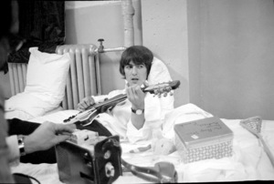 George Harrison of the Beatles backstage in the dressing room of The Forum in Montreal, Quebec09-08-1964 © 1978 Gunther - Image 7685_0255