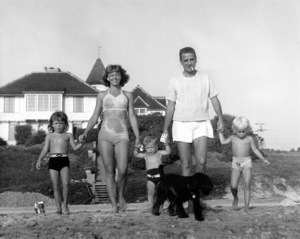 Margaret Sullavan and Leland Hayward with their children, Brooke, Bill and Bridgeton the beach circa 1948© John Swope Trust - Image 7689_0012