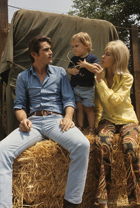 James Brolin at home with wife Jane Cameron Agee and son Josh Brolin1970 © 1978 Gunther - Image 7729_0006