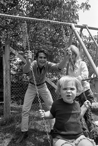 James Brolin with wife Jane Cameron Agee and son Josh Brolin1970 © 1978 Gunther - Image 7729_0033