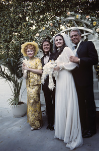 Lucie Arnaz and Phil Vandervort on their wedding day, being flanked by Lucille Ball and Desi Arnaz 1971 © 1978 Gunther - Image 7945_0003