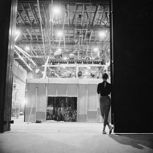 "Audrey Hepburn behind the scenes of ""Sabrina""1953© 2000 Mark Shaw - Image 8124_0120"