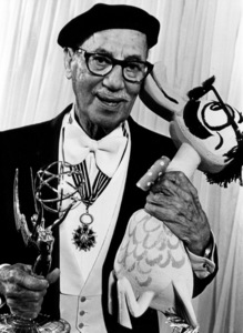 Groucho Marx holding his Emmy award 1977 © 1978 Ulvis Alberts - Image 820_139
