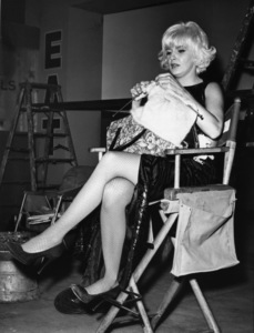 """""""The Stripper""""Joanne Woodward knitting on the set1962 - Image 8269_0021"""
