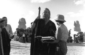 Charlton Heston, script sup. Bernice MoskFilm SetTen Commandments, The (1956) © 1978 Ken Whitmore0049833Paramount - Image 8340_0034