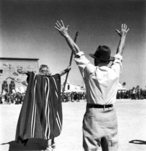 Cecil B. DeMille, Charlton HestonFilm SetTen Commandments, The (1956) © 1978 Ken Whitmore0049833Paramount - Image 8340_0075