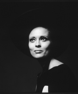Faye DunawayThomas Crown Affair, The (1968)UA / **I.V. - Image 8384_0028