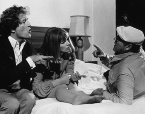 """""""Touch Of Class, A""""George Segal, Glenda Jackson,and Director Mel Frank.1973 / AVCO © 1978 John Jay - Image 8421_0006"""