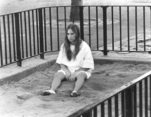 """Up The Sandbox""Barbra Streisand1972 First Artists**I.V. - Image 8471_0002"