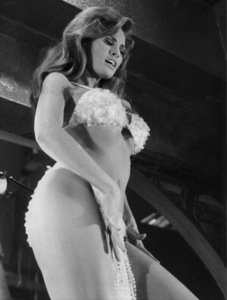 """""""Bedazzled""""Raquel Welch1967 20TH - Image 8640_0002"""