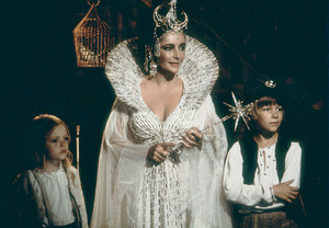 """Blue Bird, The""Elizabeth Taylor, Todd Lookinland and Patsy Kensit1976 20th Century Fox - Image 8682_0013"