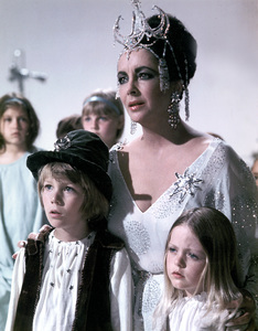 """Blue Bird, The""Elizabeth Taylor, Todd Lookinland and Patsy Kensit1976 20th Century Fox - Image 8682_0015"