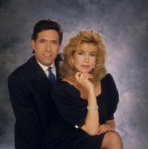 """Entertainment Tonight""Robb Weller, Leeza Gibbonscirca 1989© 1989 Mario Casilli - Image 8731_0037"