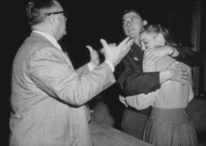 """John Loves Mary""Ronald Reagan, Patricia Neal and Director David Butler1948 Warner Bros. © 1978 E.R. RicheeMPTV - Image 9204_0002"