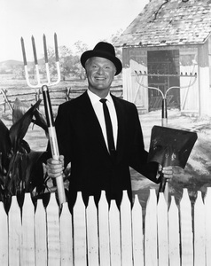 """Green Acres""Eddie Albertcirca 1967Photo by Gabi Rona**I.V. - Image 9271_0035"