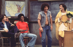 """Welcome Back Kotter""John Travolta, Lawrence Hilton-Jacobs, Robert Hegyes, Ron Palillo1976 ABC**H.L. - Image 9291_0047"