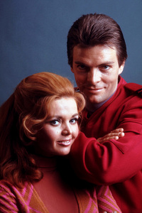 """""""Land of the Giants""""Deanna Lund, Gary Conway1968 ABC / 20th © 1978 Gene TrindlMPTV - Image 9299_0020"""