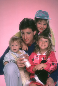 """Full House""Bob Saget, Candice Cameron, Jodie Sweetin, Ashley OlsenABC © 1987 Mario Casilli - Image 9335_0030"