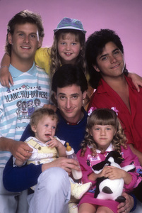 """Full House"" Dave Coulier, Candace Cameron, Ashley Olsen / Mary-Kate Olsen, Bob Saget, John Stamos, Jodie Sweetin 1987 © 1987 Mario Casilli - Image 9335_0031"