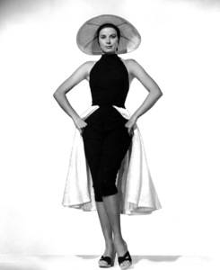 """Grace Kelly publicity photo for """"To Catch A Thief,"""" 1955.**I.V. - Image 9339_0117"""