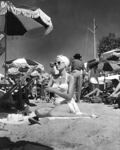 """Grace Kelly on the set of """"To Catch a Thief""""1955** I.V. - Image 9339_0118"""