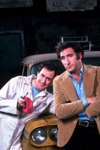 """Taxi""Andy Kaufman, Judd Hirsch1981 ABC © 1981 Gene TrindlMPTV - Image 9360_0031"