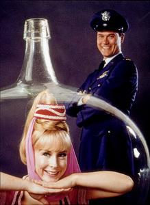 """""""I Dream of Jeannie""""Barbara Eden, Larry HagmanC. 1966  NBC © 1978 Gene TrindlMPTV - Image 9375_0024"""