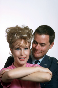 """I Dream of Jeannie""Barbara Eden, Larry Hagman1965 NBC © 1978 Gene TrindlMPTV - Image 9375_0038"