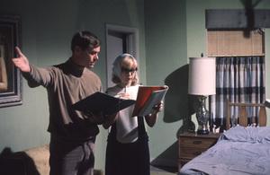 """I Dream of Jeannie""Larry Hagman, Barbara Eden1966 © 1978 Gene Trindl - Image 9375_0062"