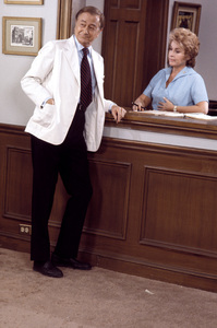 """""""Marcus Welby, M.D.""""Robert Youngcirca 1969** H.L. - Image 9446_0032"""