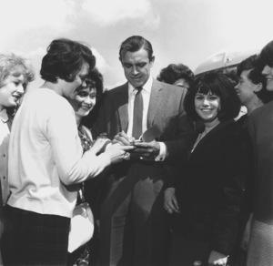 """Goldfinger"" Sean Connery signing autographs1964 UA **I.V. - Image 9455_0038"