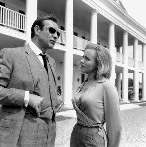 """Goldfinger"" Sean Connery, Honor Blackman1964 UA **I.V. - Image 9455_0051"