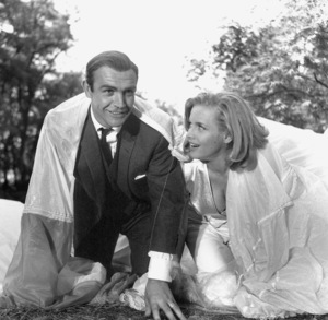 """Goldfinger"" Sean Connery, Honor Blackman1964 UA **I.V. - Image 9455_0052"