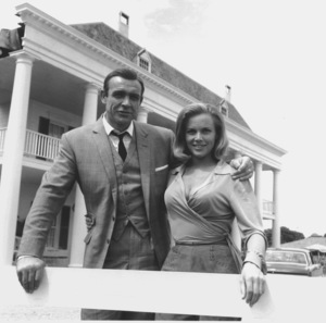 """Goldfinger"" Sean Connery, Honor Blackman1964 UA **I.V. - Image 9455_0053"