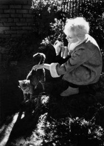 """The Notorious Landlady""Kim Novak and cat1961 © 1978 Bob Willoughby - Image 9459_0057"