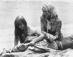 """Police Woman""Kim Richards, Angie Dickinsonc. 1976 © 1976 NBC / **H.L. - Image 9485_0018"