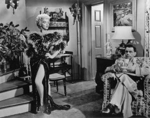 """Seven Year Itch, The""Marilyn Monroe, Tom Ewell1955 / 20th Century Fox**R.C. - Image 9554_0014"
