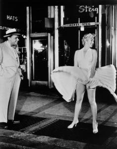 """Seven Year Itch, The""Tom Ewell, Marilyn Monroe1955 / 20th Century Fox**R.C. - Image 9554_0027"